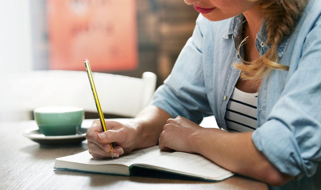 a writer Here's an action plan for building the skills, knowledge and experience needed to effectively market yourself as a technical writer to potential employers.